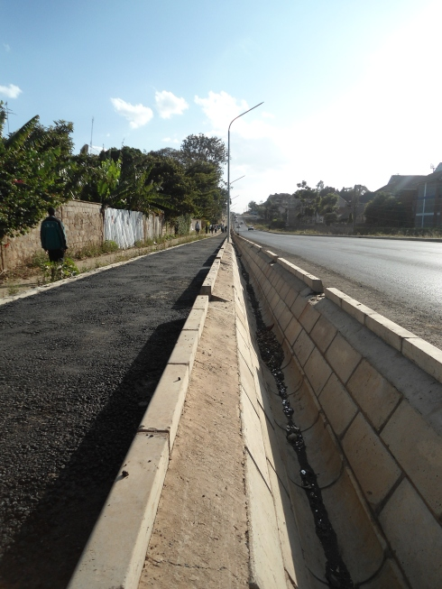That drainage ditch ensures the cyclist and motorists never meet along Kileleshwa Ring Road